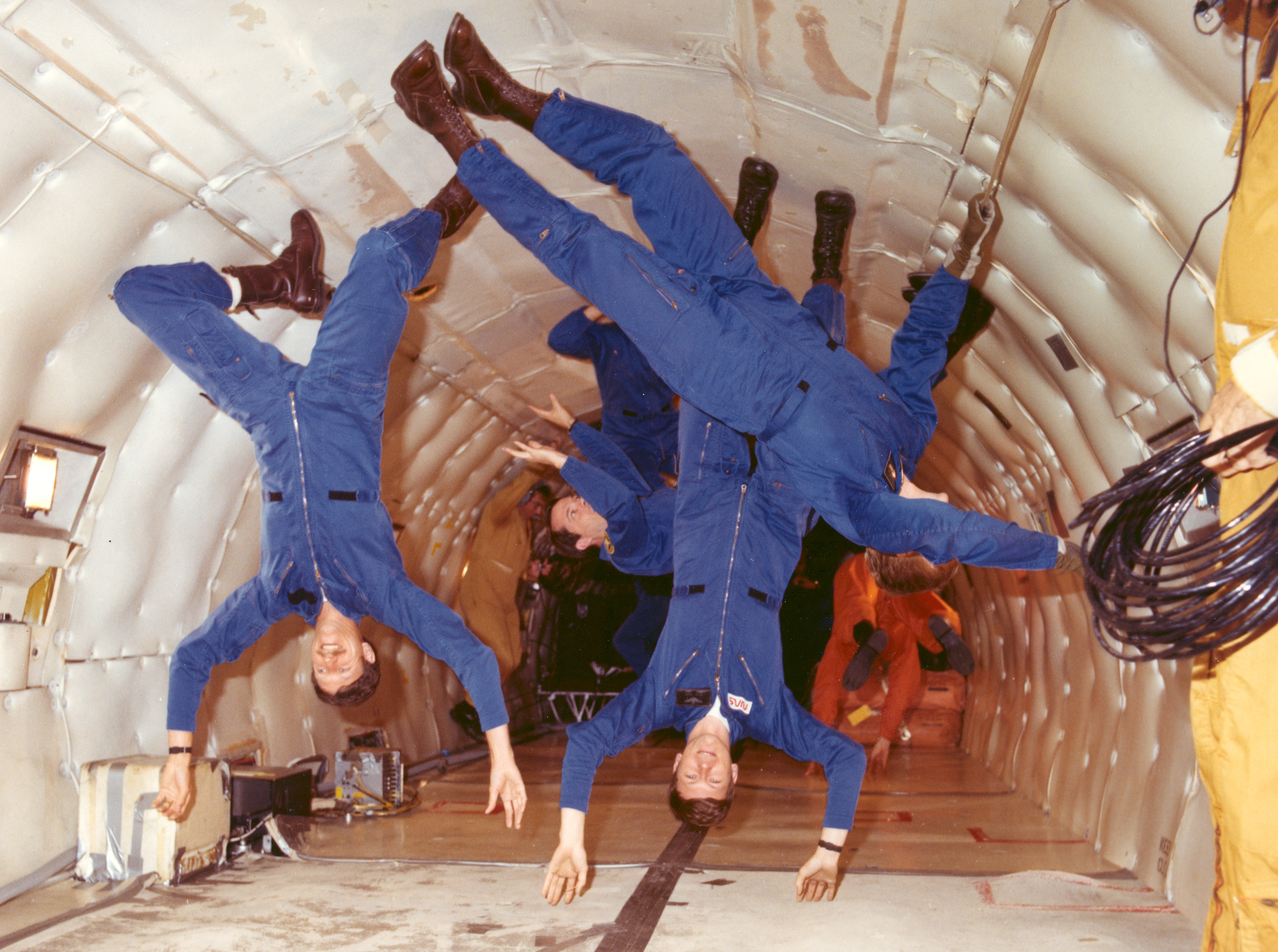 astronauts in space feel weightless because they - photo #16