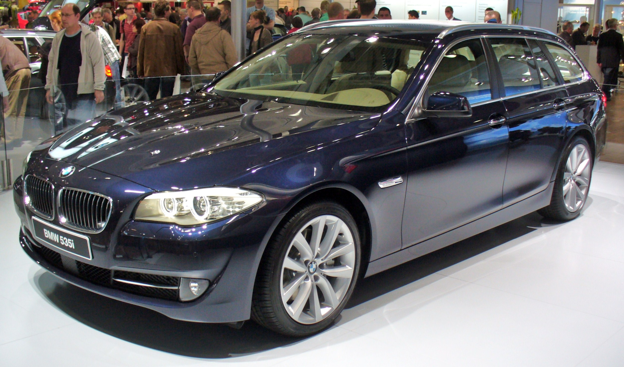 File Bmw F11 535i Touring Jpg Wikimedia Commons