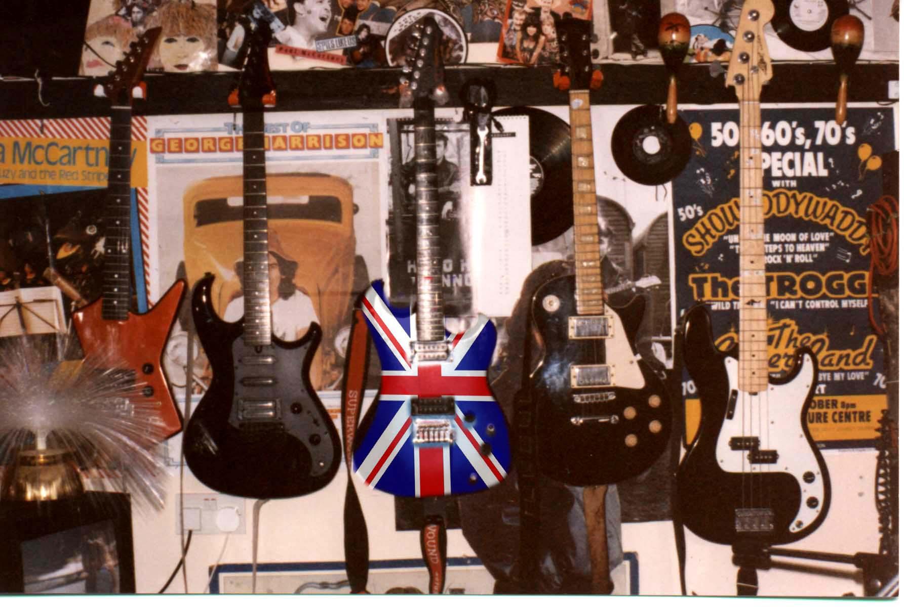 File:Badgreeb fattkatt old guitars, soon to be , union jack