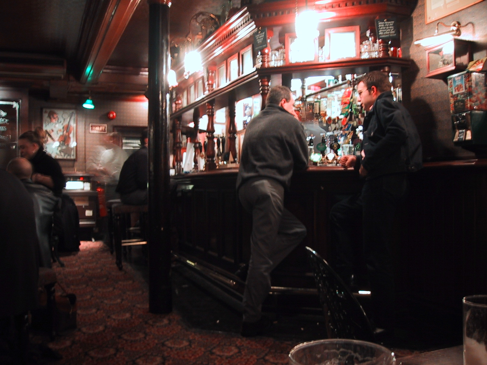 file bar scene at the sherlock holmes pub in london wikimedia commons. Black Bedroom Furniture Sets. Home Design Ideas