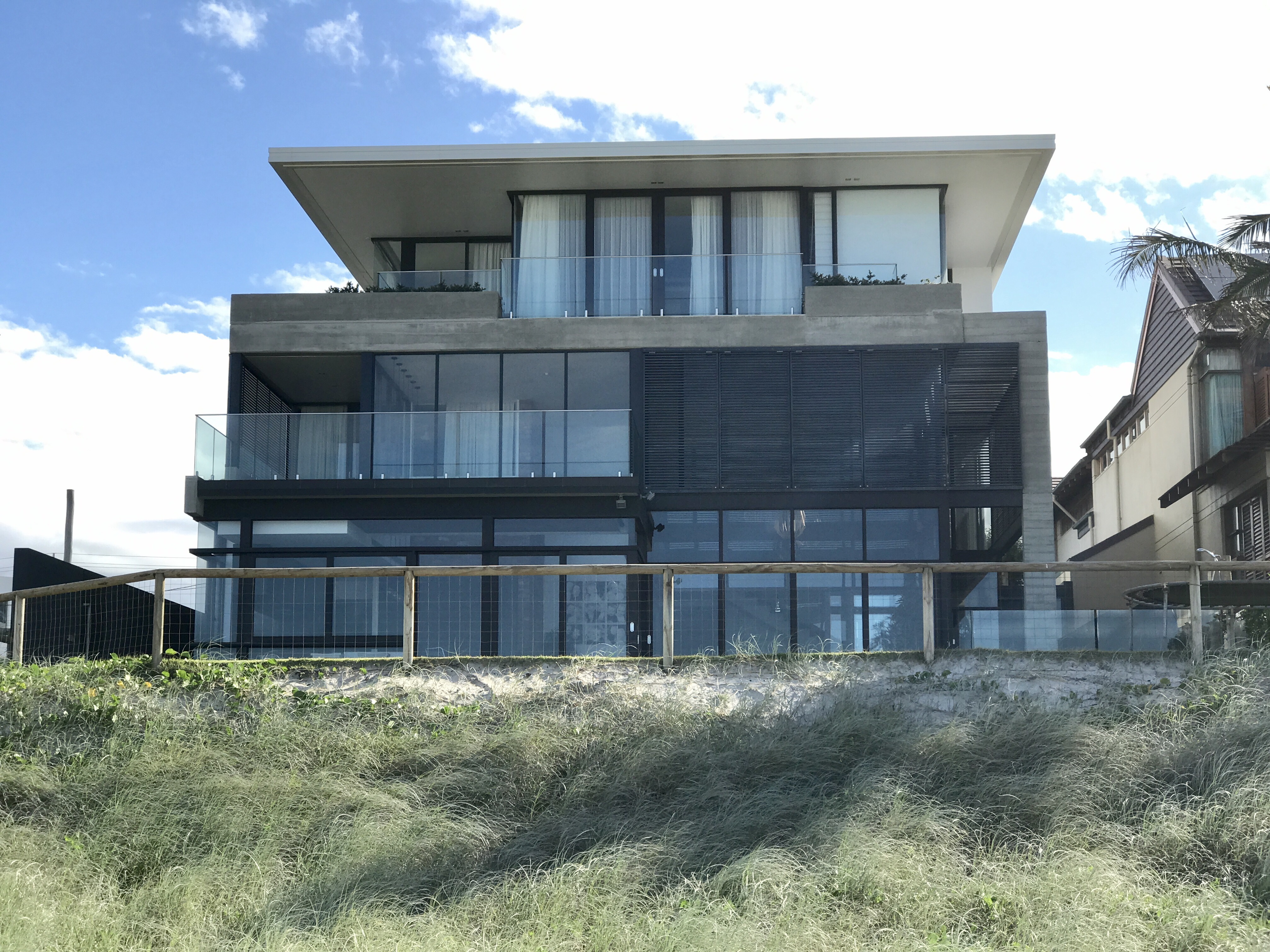 File Beach houses in Mermaid Beach Queensland 03 Wikimedia