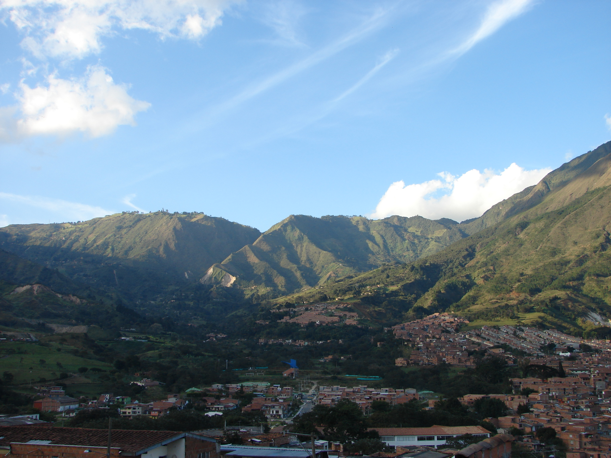 File:Bello-Montañas.jpg - Wikimedia Commons