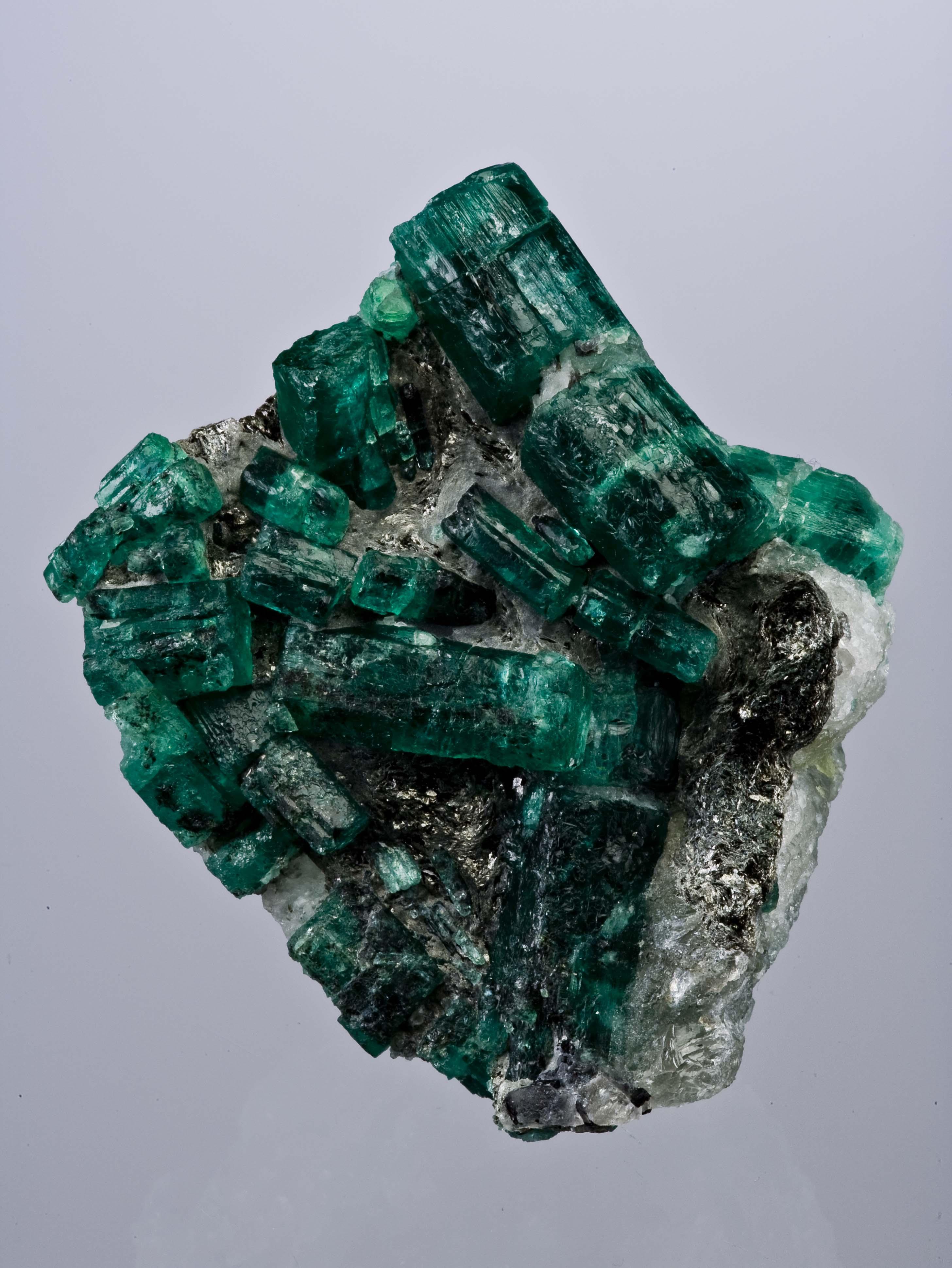 file beryl quartz emerald zambia 85mm 0872 jpg wikimedia commons