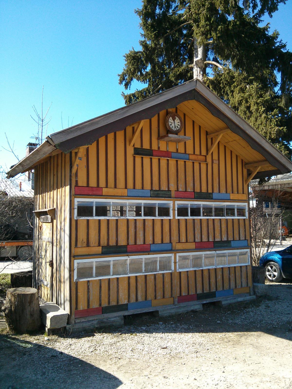 Bienenhaus Illertissen April 2013.png
