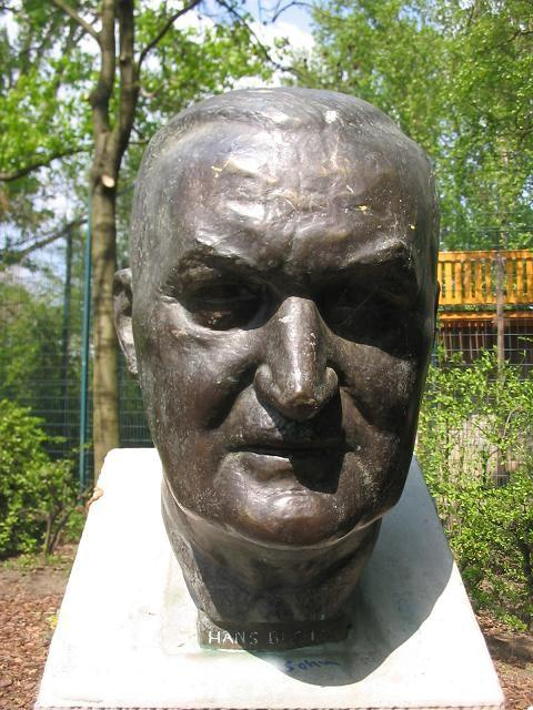 Memorial bust of Böckler at the [[Landwehrkanal]] in [[Berlin-Kreuzberg]]