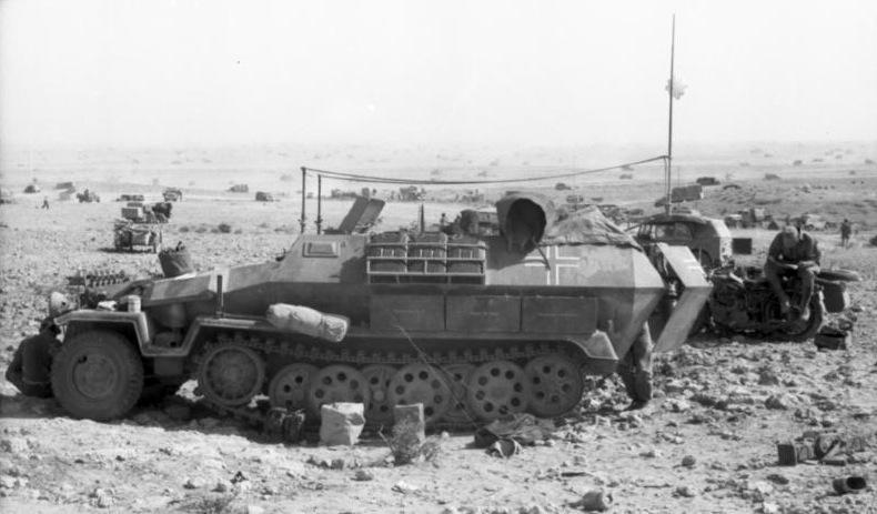 Bundesarchiv Bild 101I-443-1575-19A, Nordafrika, Sch%C3%BCtzenpanzer.jpg