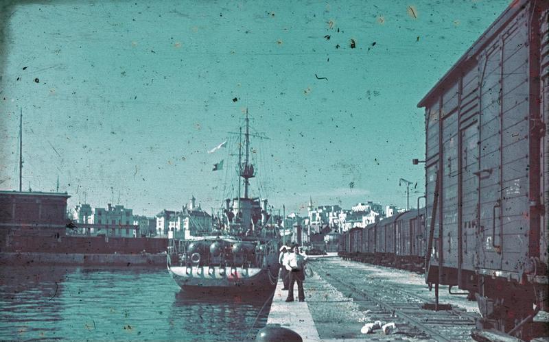 [Image: Bundesarchiv_N_1603_Bild-026%2C_Konstanz..._Hafen.jpg]