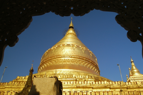 http://upload.wikimedia.org/wikipedia/commons/e/e7/Burma18.jpg