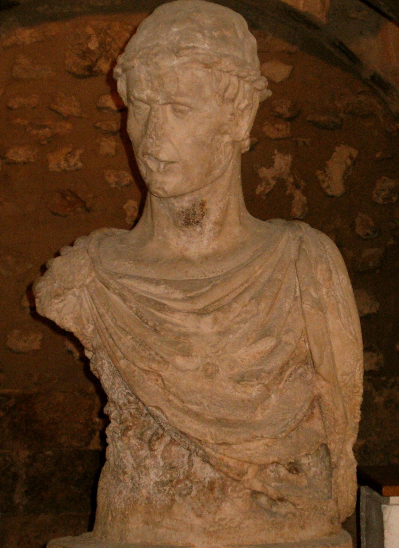 Presunto busto di Federico II conservato all interno del Castello