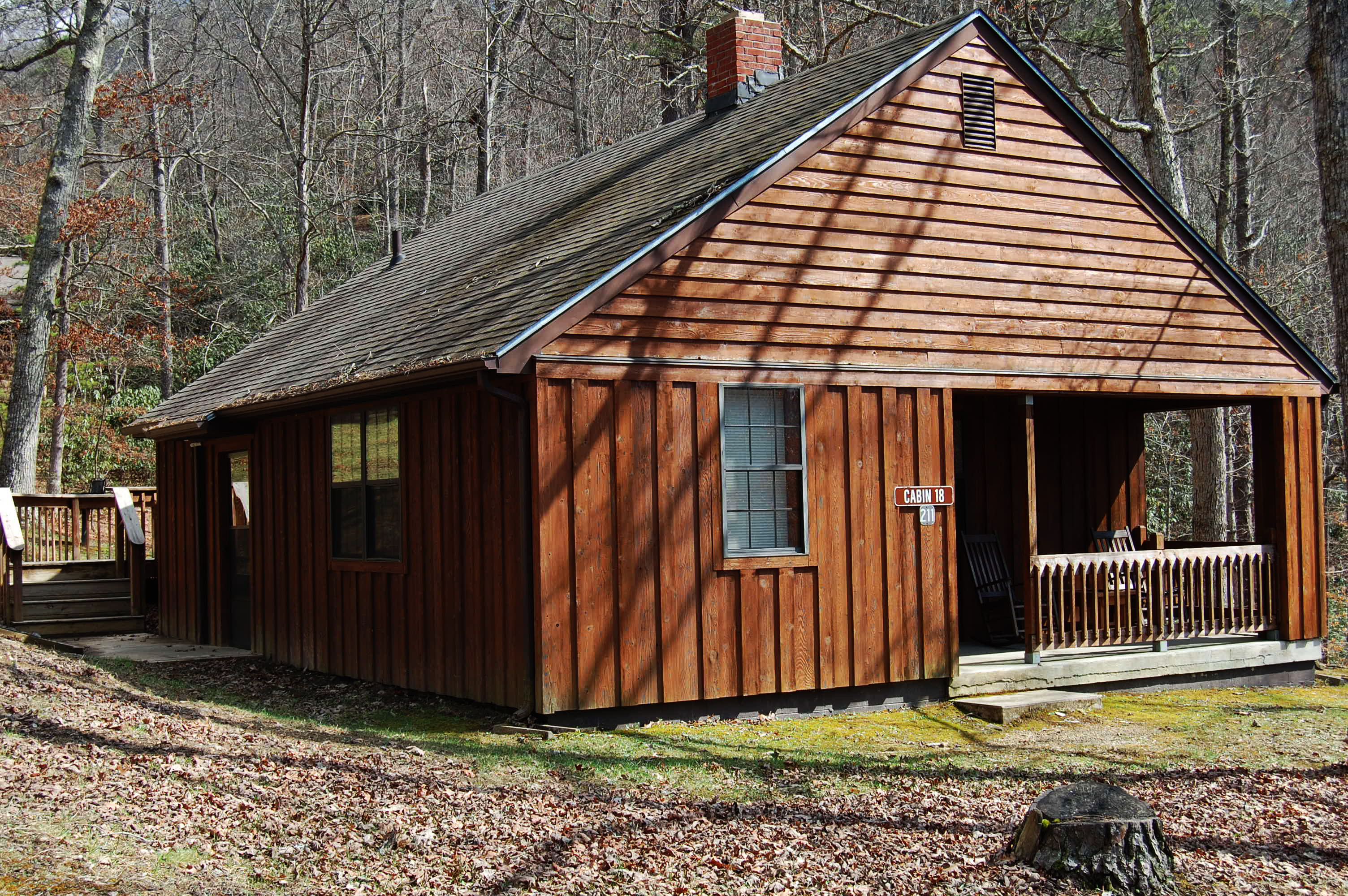 File cabin 18 allows six sleeps six this two bedroom for Two bedroom cabins