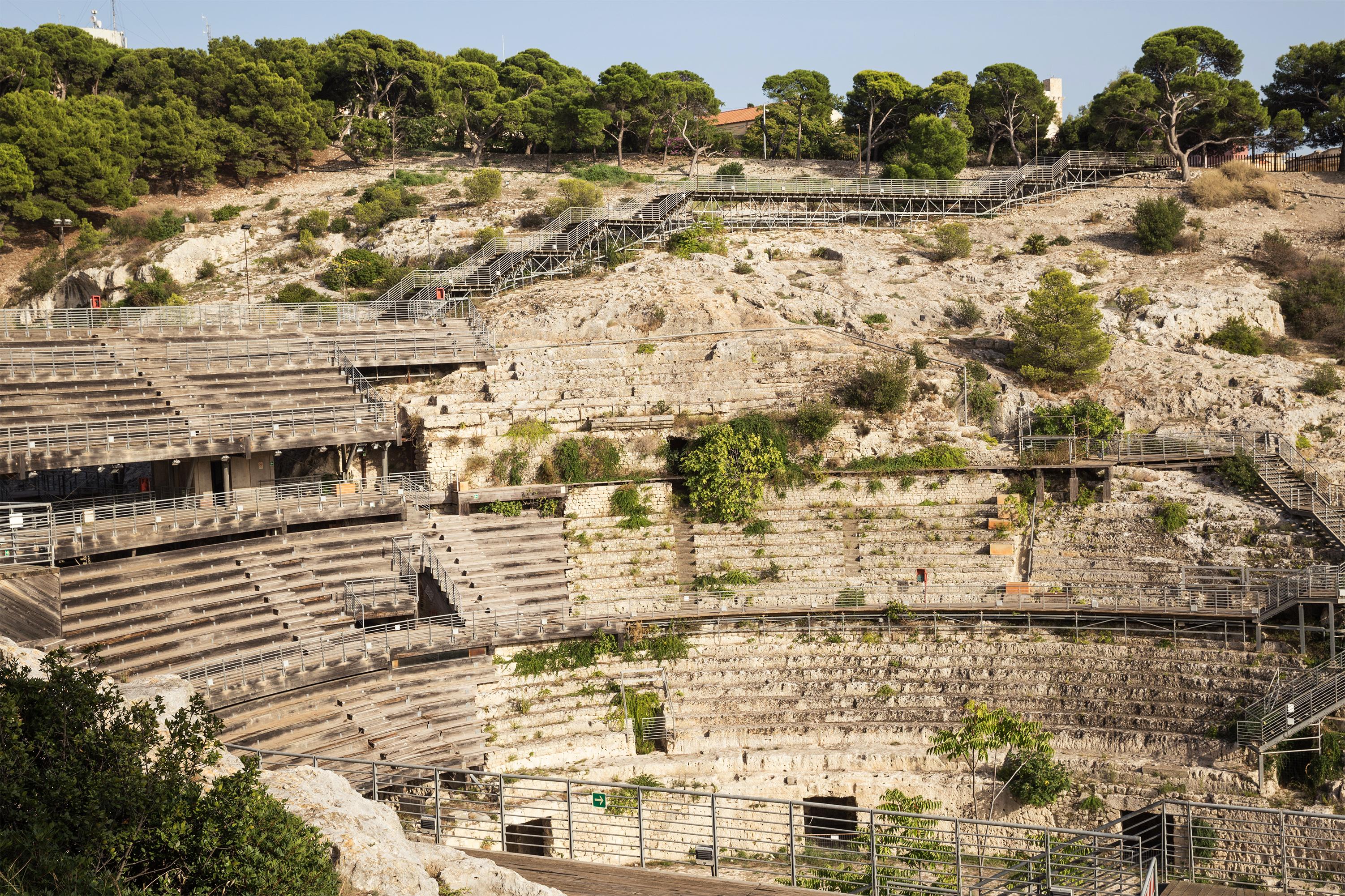 File:Cagliari Anfiteatro Romano.jpg - Wikimedia Commons
