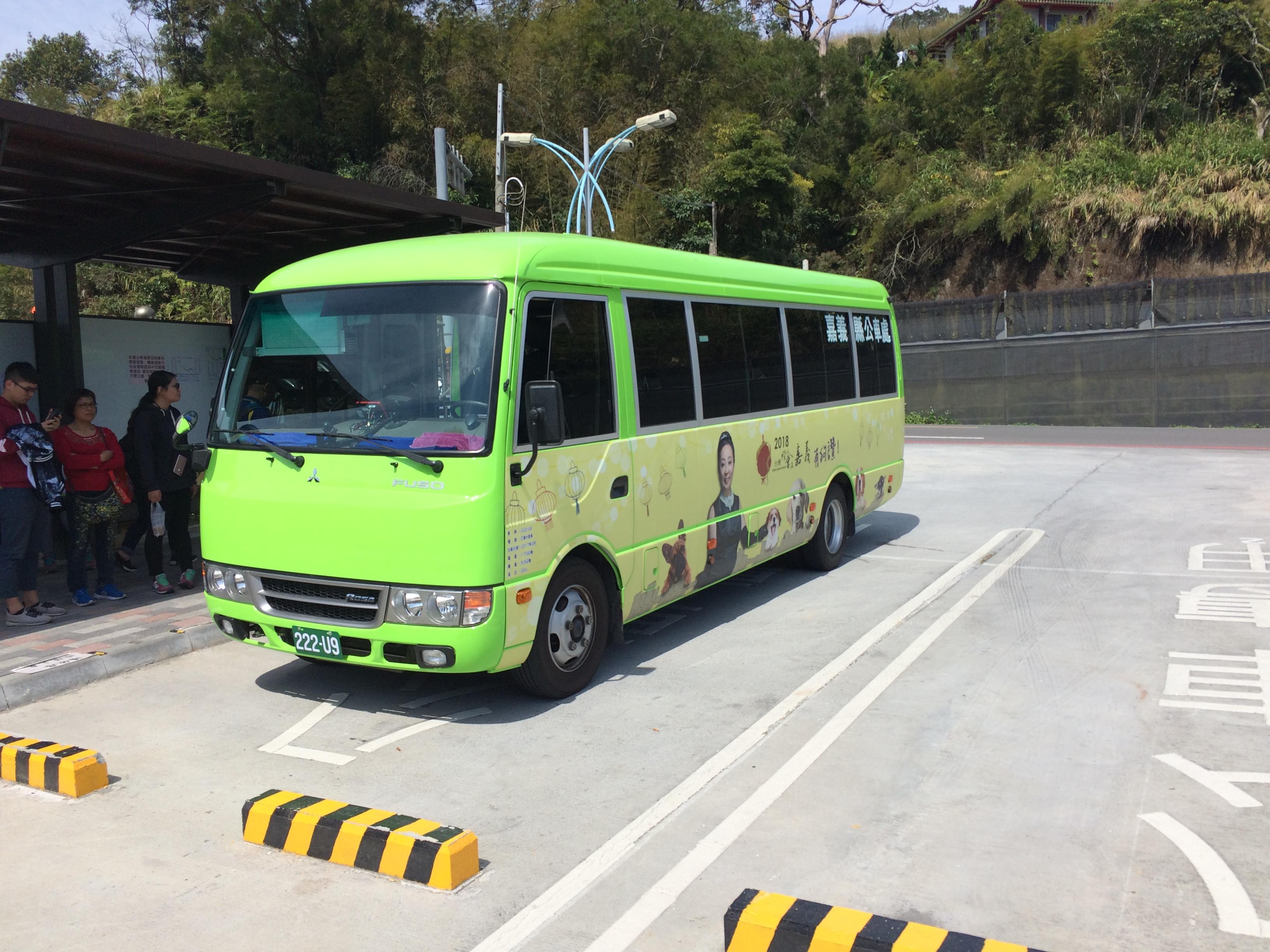 File:Chiayi County Bus 222-U9 at Taiping Suspension Bridge