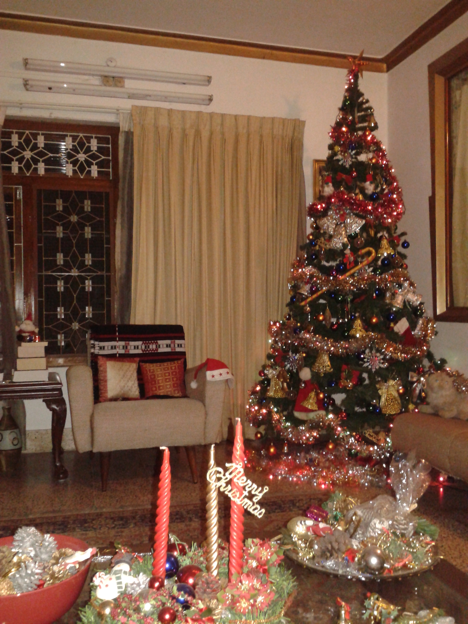 File christmas tree in a home kerala india jpg for Living room xmas ideas