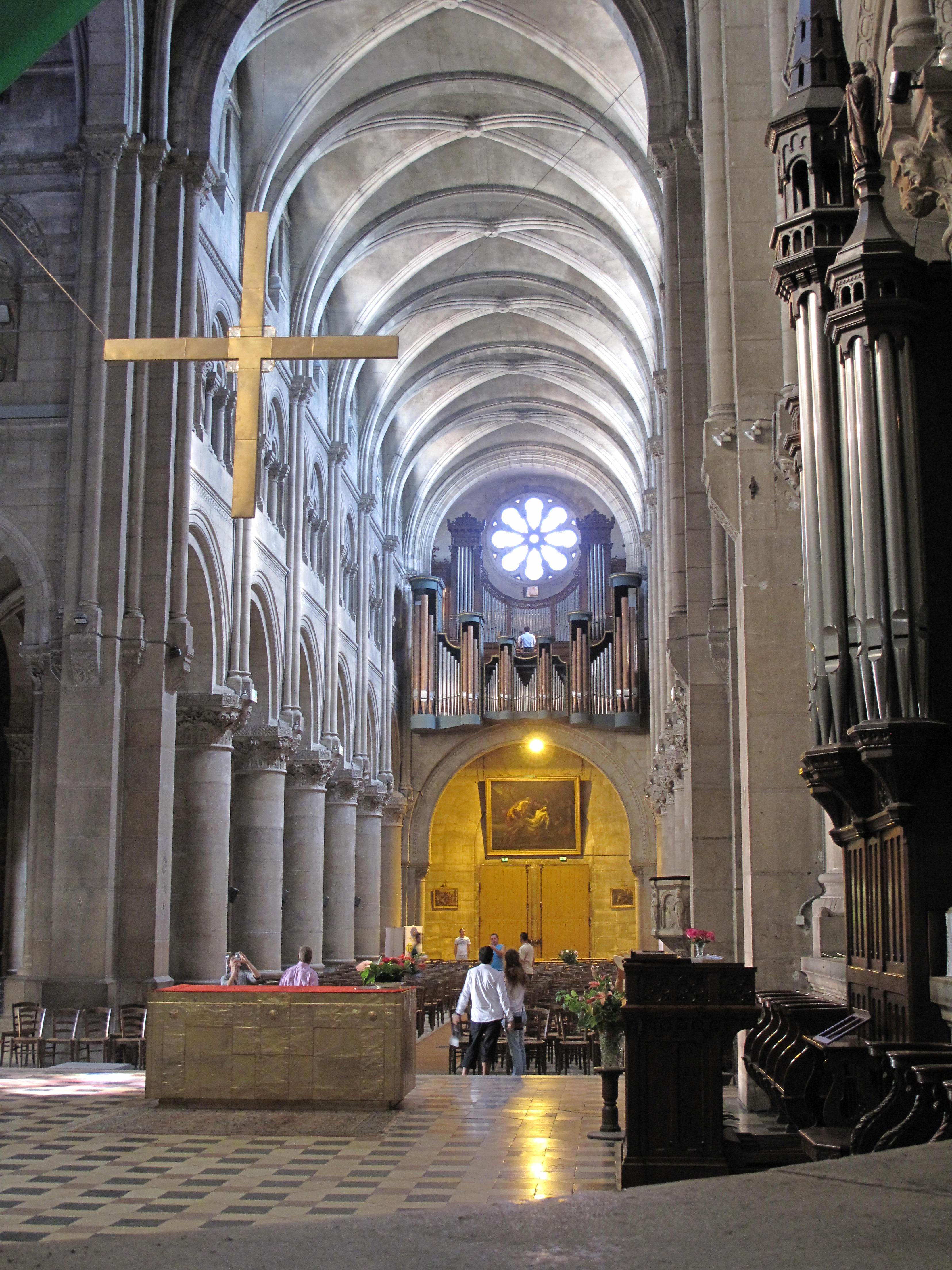 File:Church Saint-Pierre in Macon (nave and organ).jpg