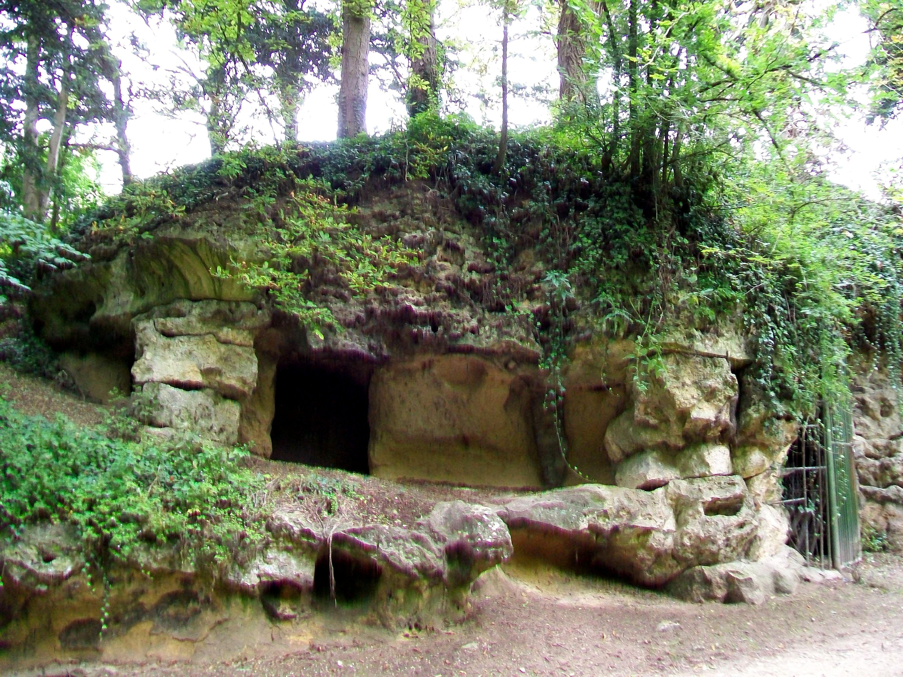 File Crépy en Valois 60 parc de Geresme grotte