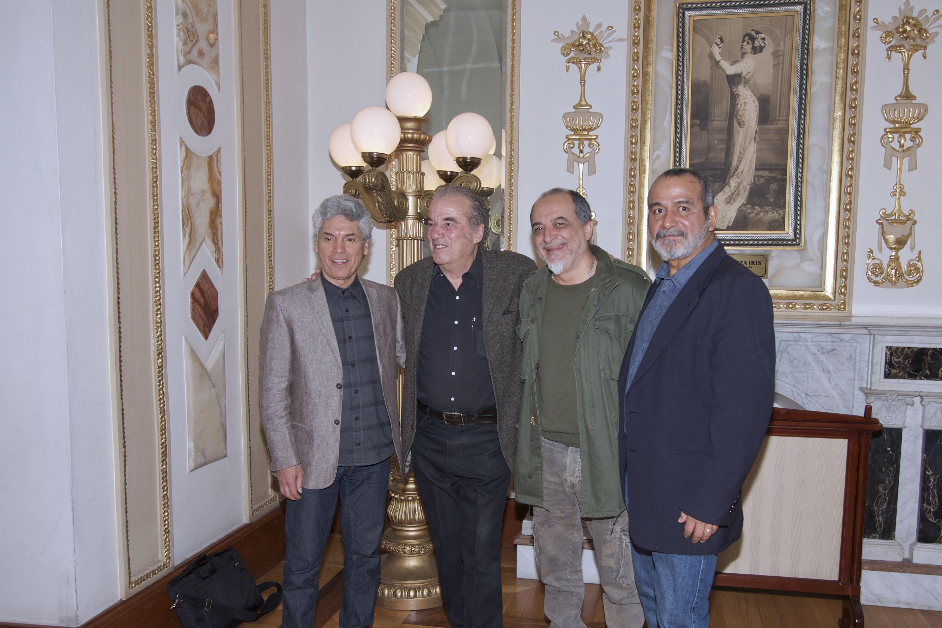 David Haro (extrema izquierda) junto a Oscar Chávez, Jaime López y Rafael Mendoza.