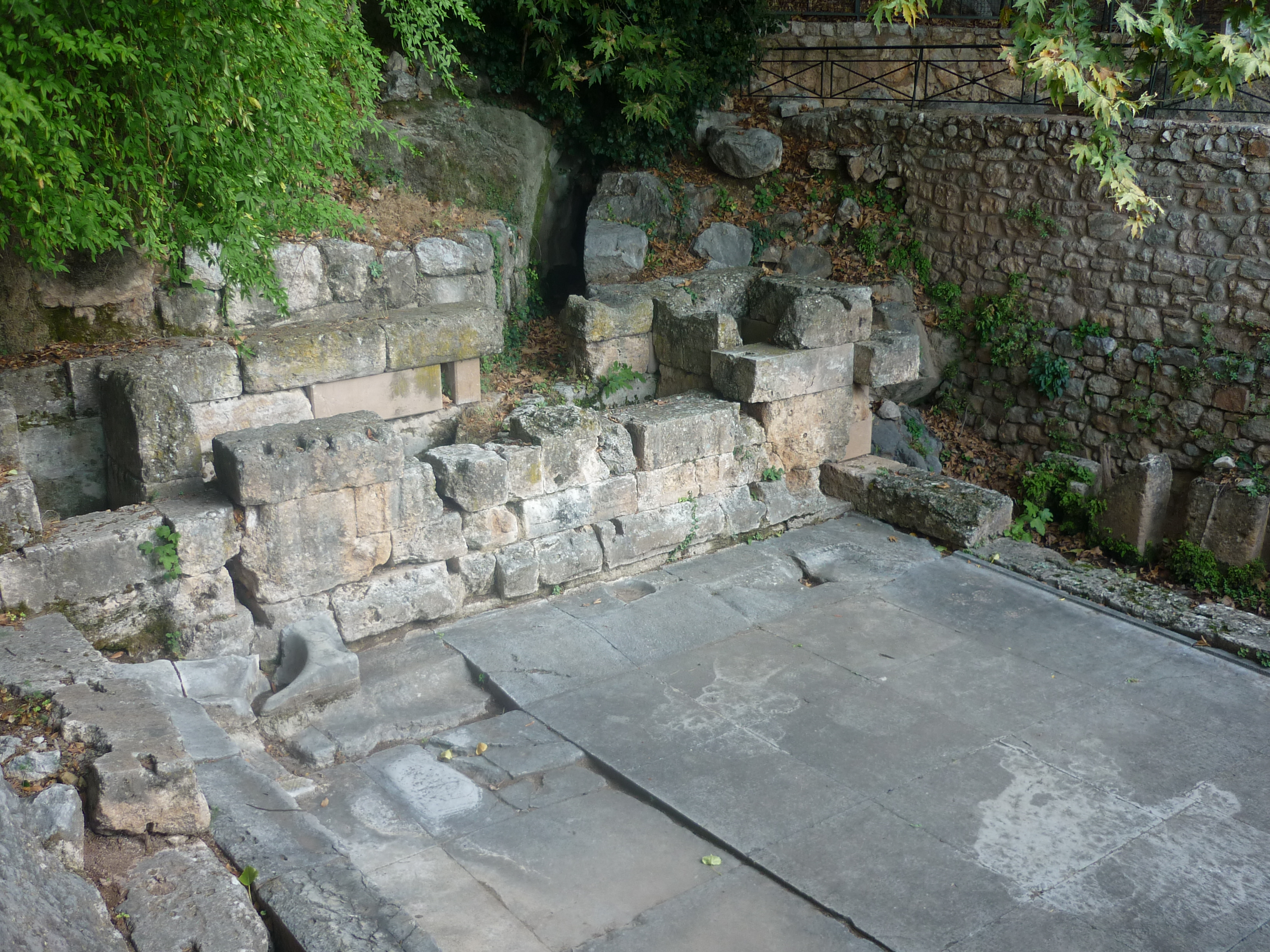 File:DelphiSpringArchaic.JPG - Wikimedia Commons