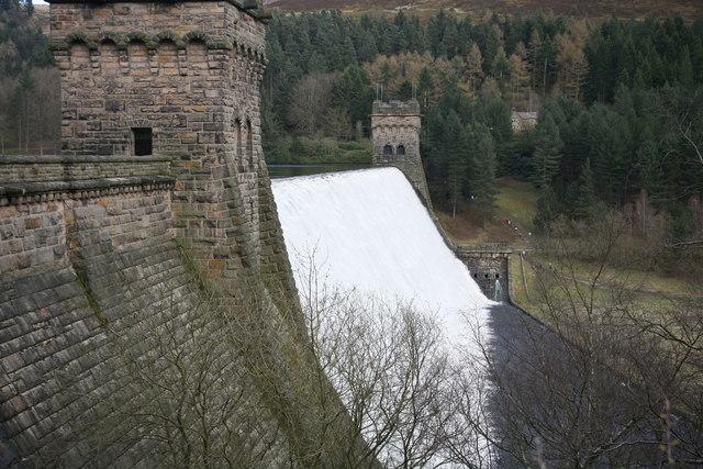 Derwent Dam in Flood - geograph.org.uk - 1410873