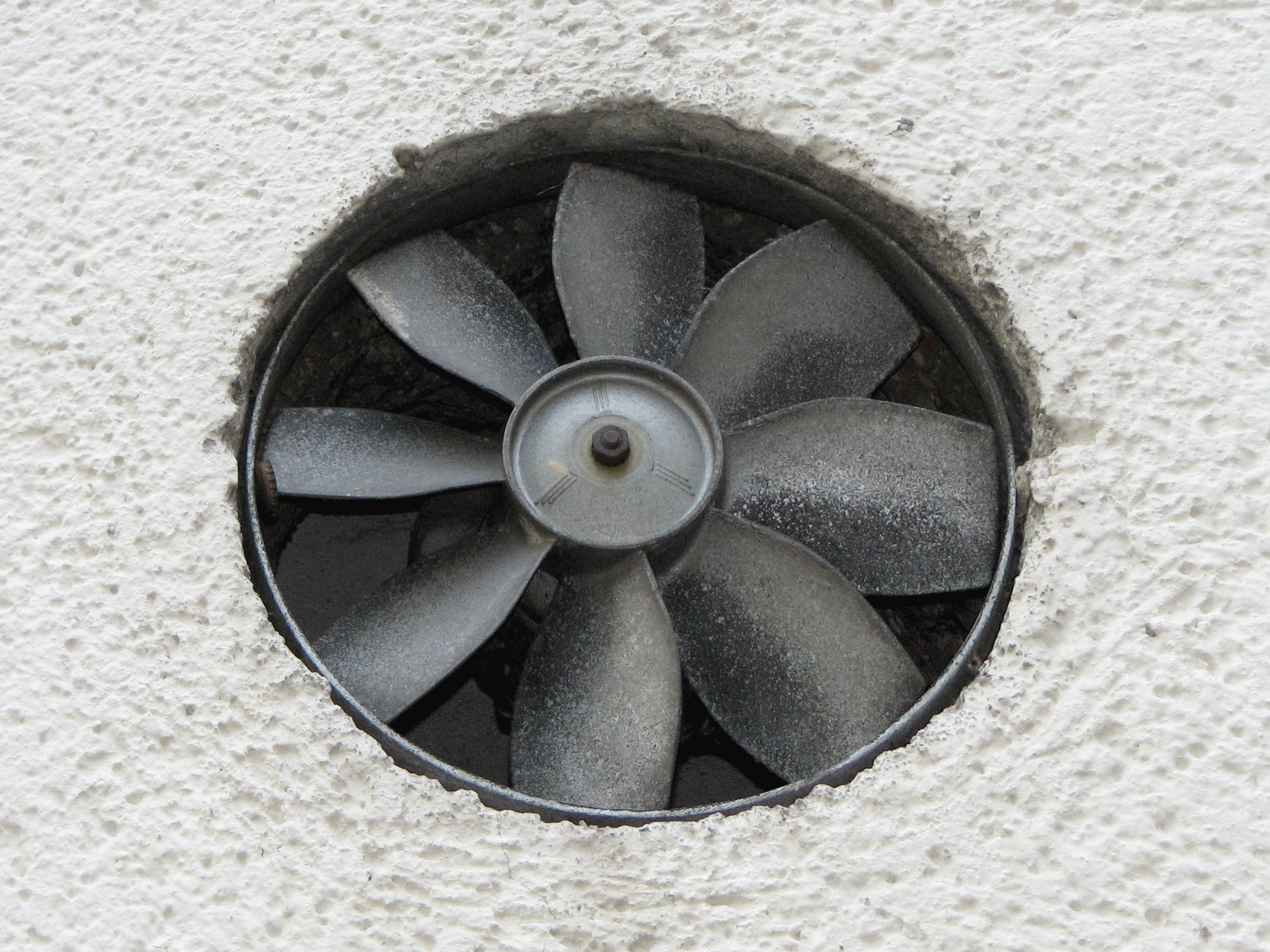 File:Exhaust-fan-on-side-wall.jpg - Wikimedia Commons