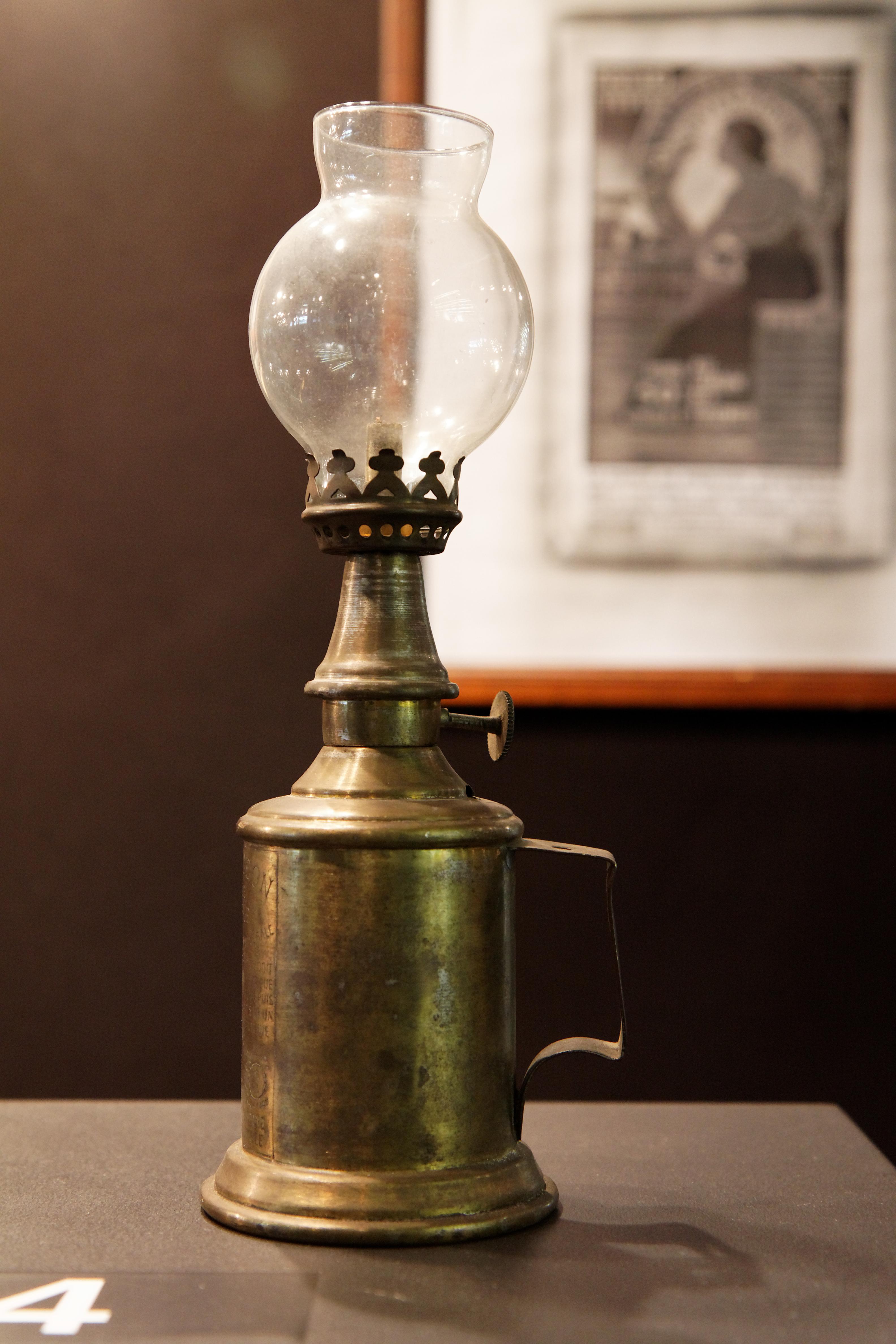 file foire de paris 2011 concours l pine 1905 lampe. Black Bedroom Furniture Sets. Home Design Ideas