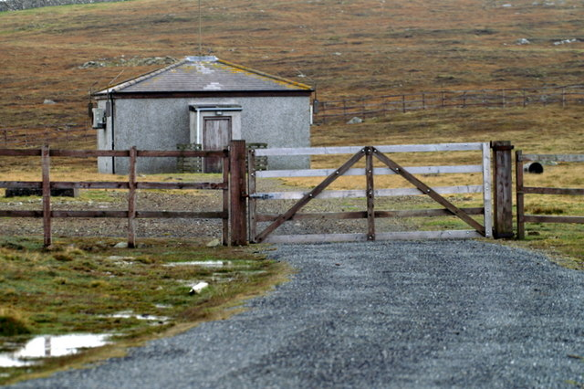 File:Former 'wire-farm', Uyeasound - geograph.org.uk - 1509625.jpg