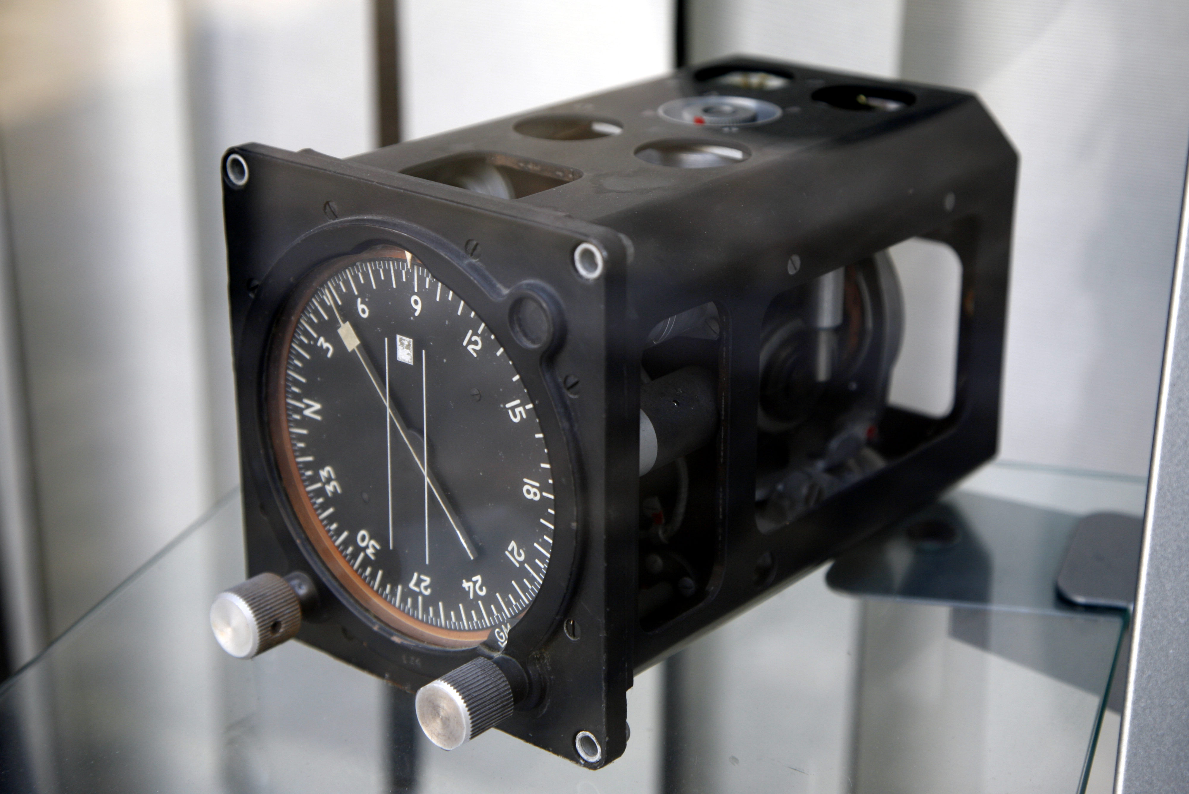 Gyrocompass mg 8176.jpg