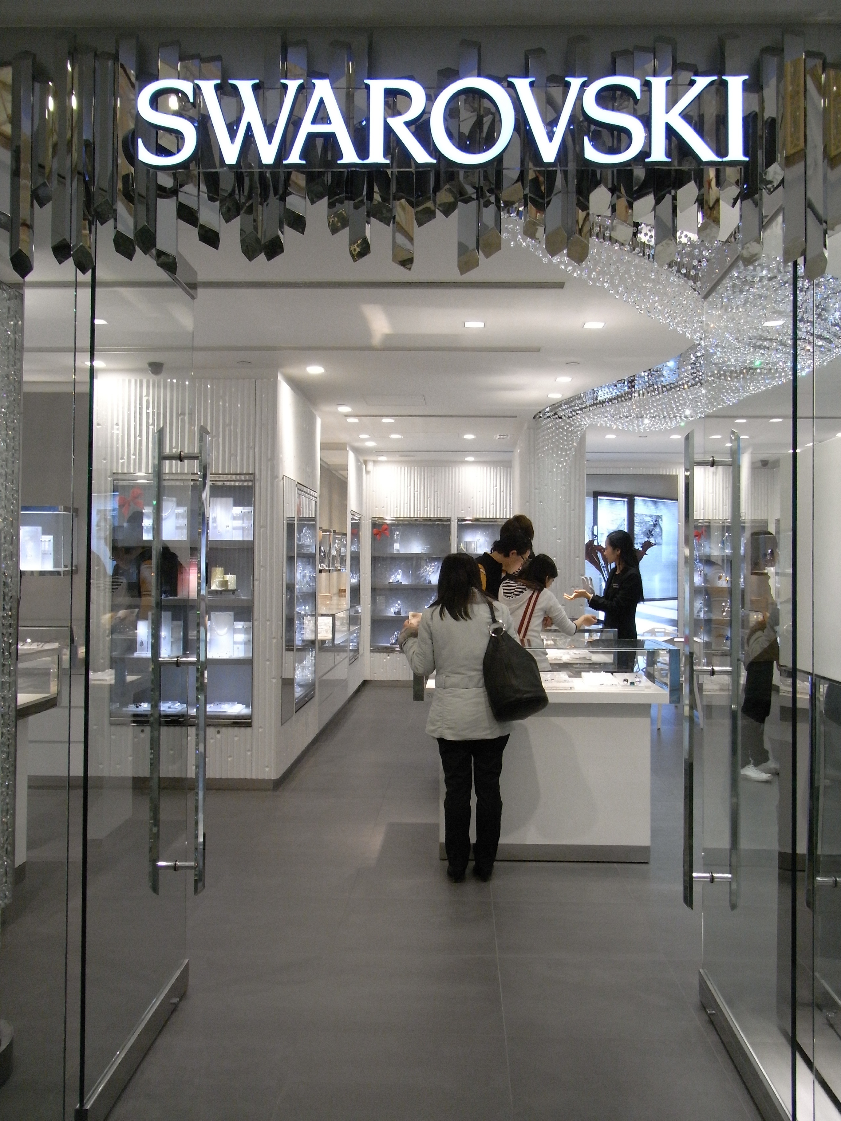 Description cwb fashion walk shop swarovski picture