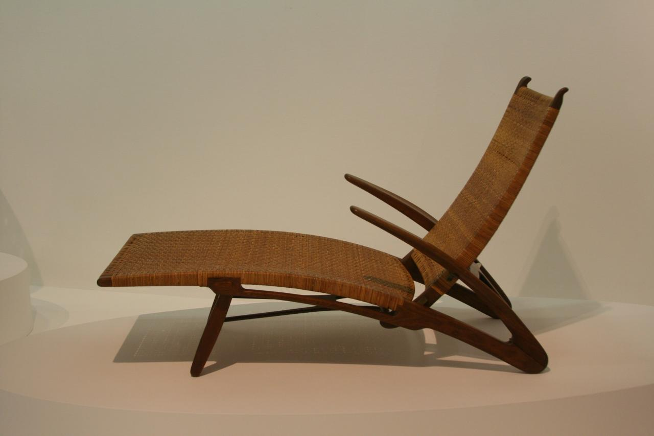 File hans wegner chair in pompidou wikipedia - Danish furniture designers ...