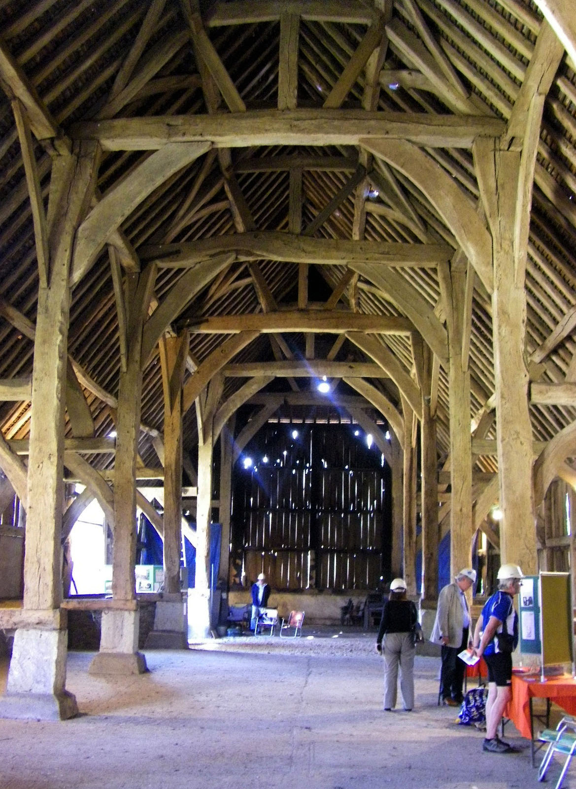 Harmondsworth great barn wikipedia for Interior images