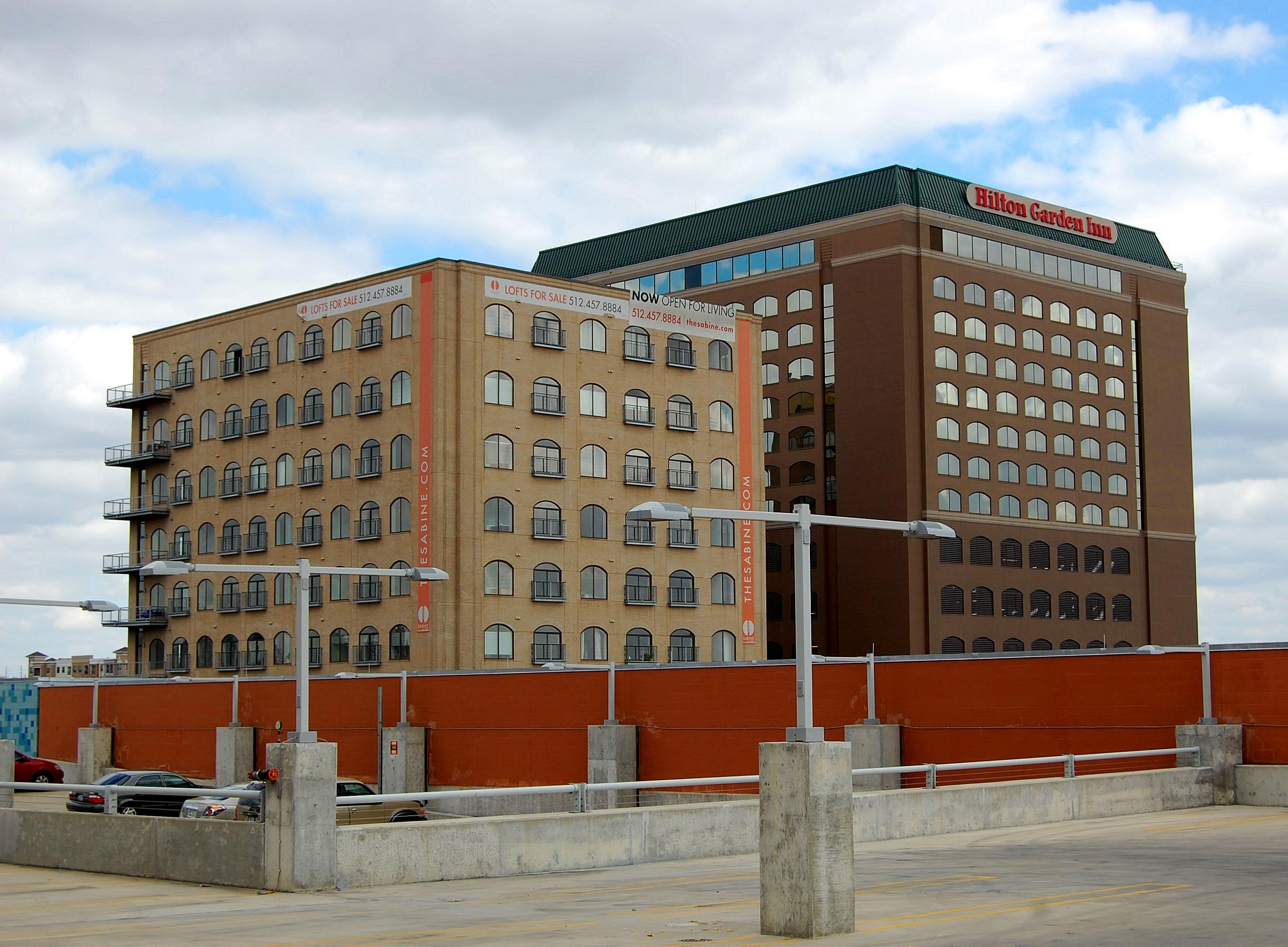 File:HiltonGardenInnAustin-Feb2009.JPG - Wikimedia Commons