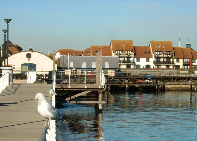 File:Hythe Foreshore Facing Hythe Marina - geograph.org.uk - 328849.jpg