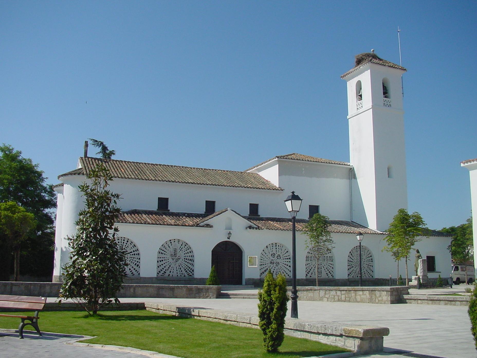 File iglesia en villanueva de la ca wikimedia - Cb villanueva de la canada ...