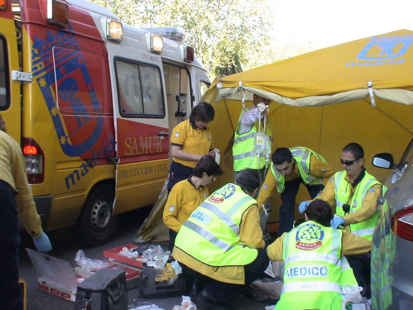 File:Intervención del SAMUR en la calle Ferraz.jpg