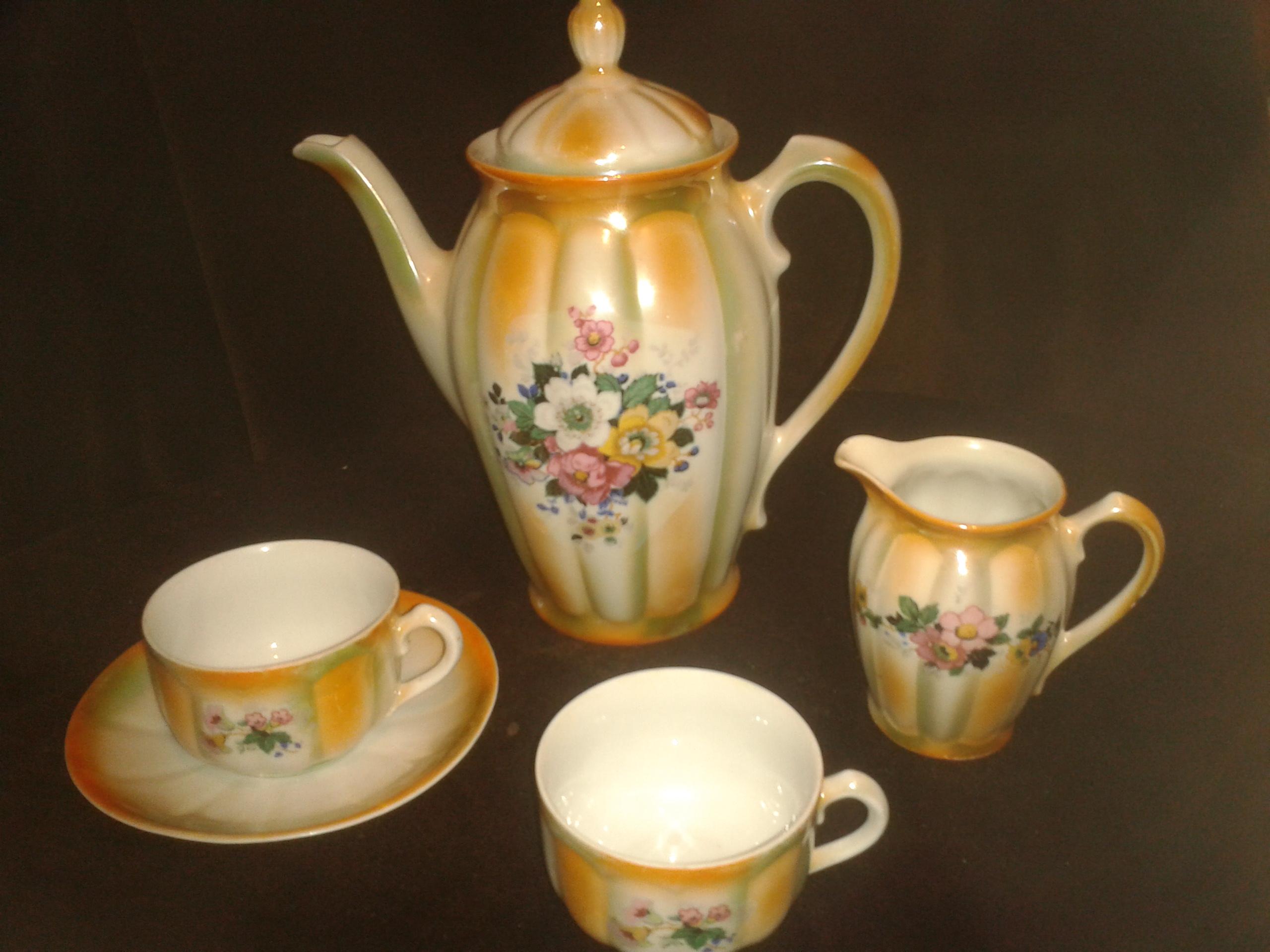 File juego de caf en porcelana fina de colores amarillo y for Marcas de porcelana