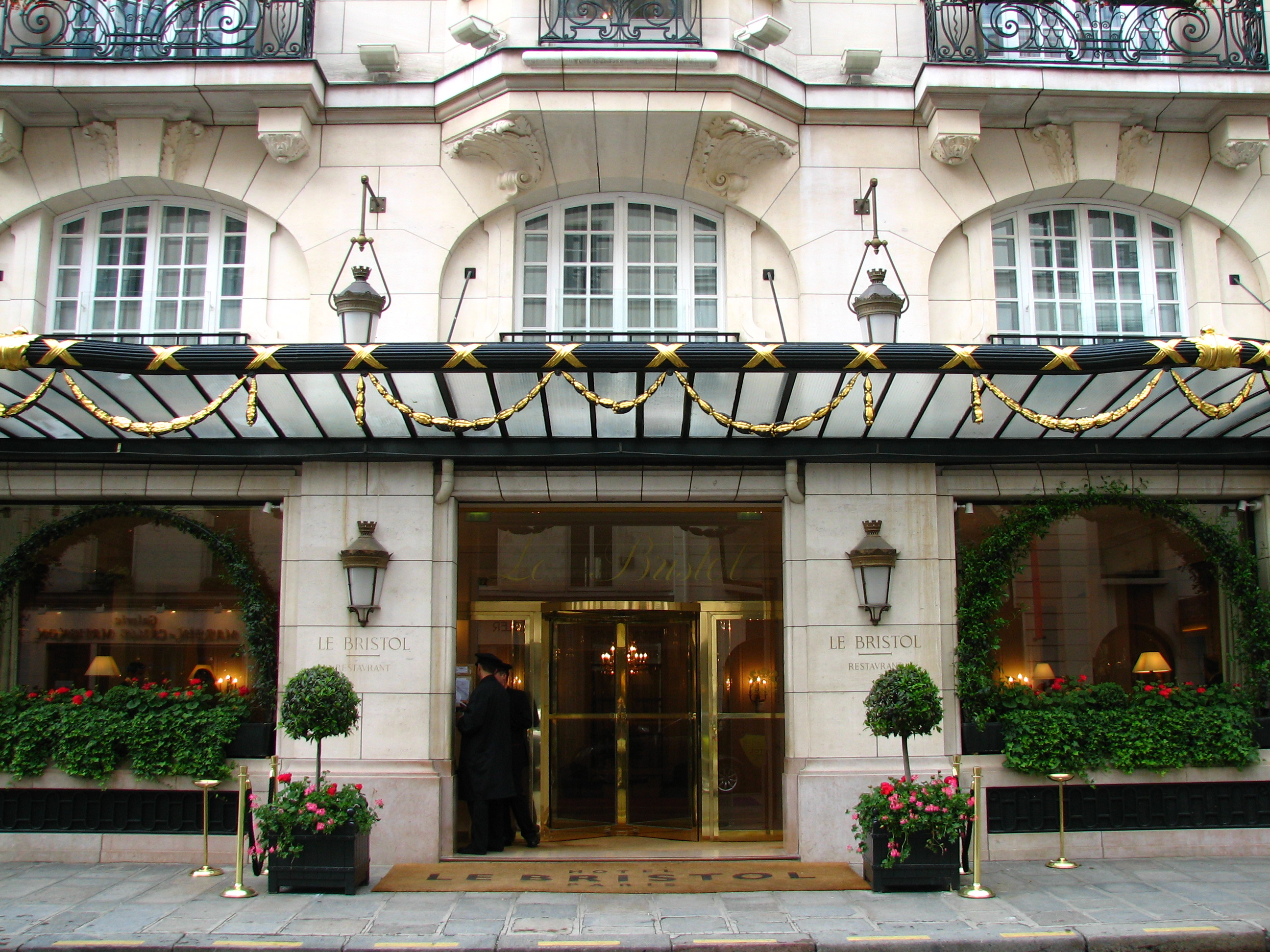 File le bristol for Luxury hotels paris france