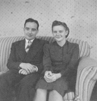 File:Lester Glick Family In Goshen, Indiana (7003098251).jpg