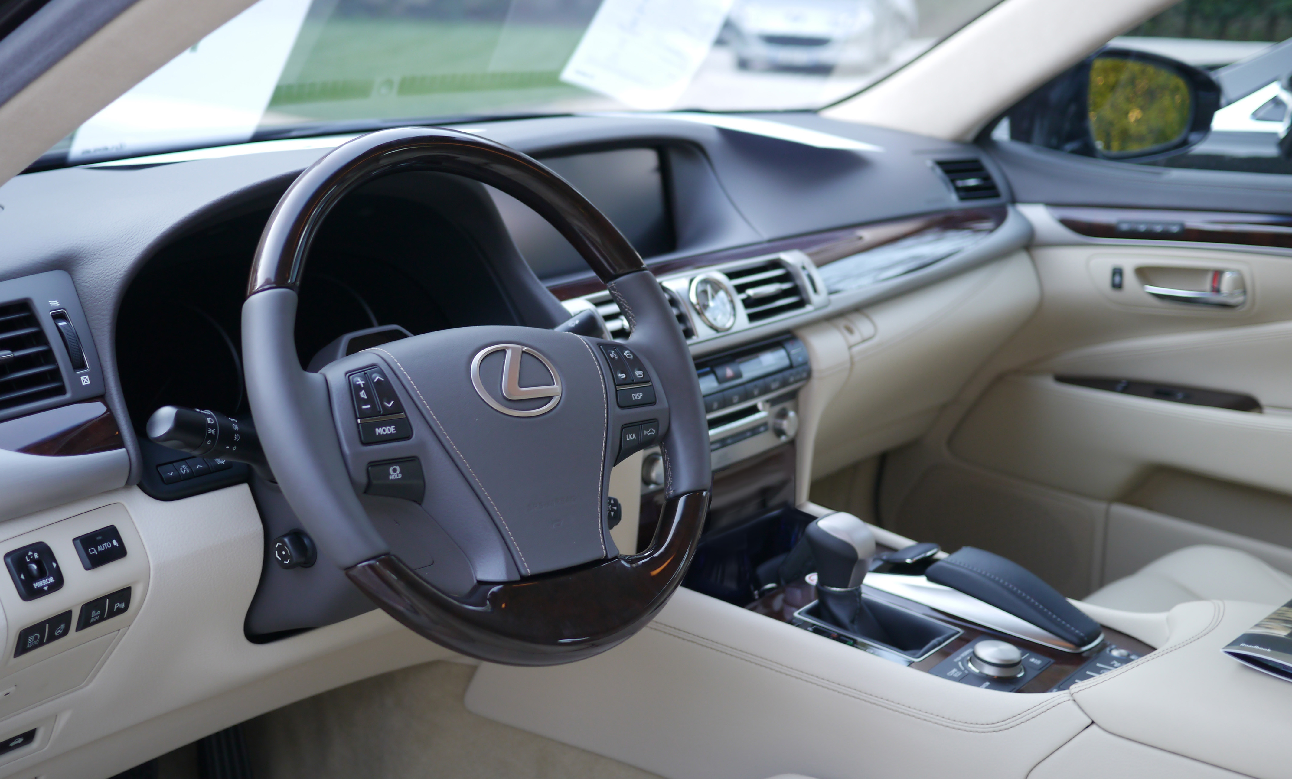datei lexus ls 2013 launch cannes vehicle interior wikipedia. Black Bedroom Furniture Sets. Home Design Ideas