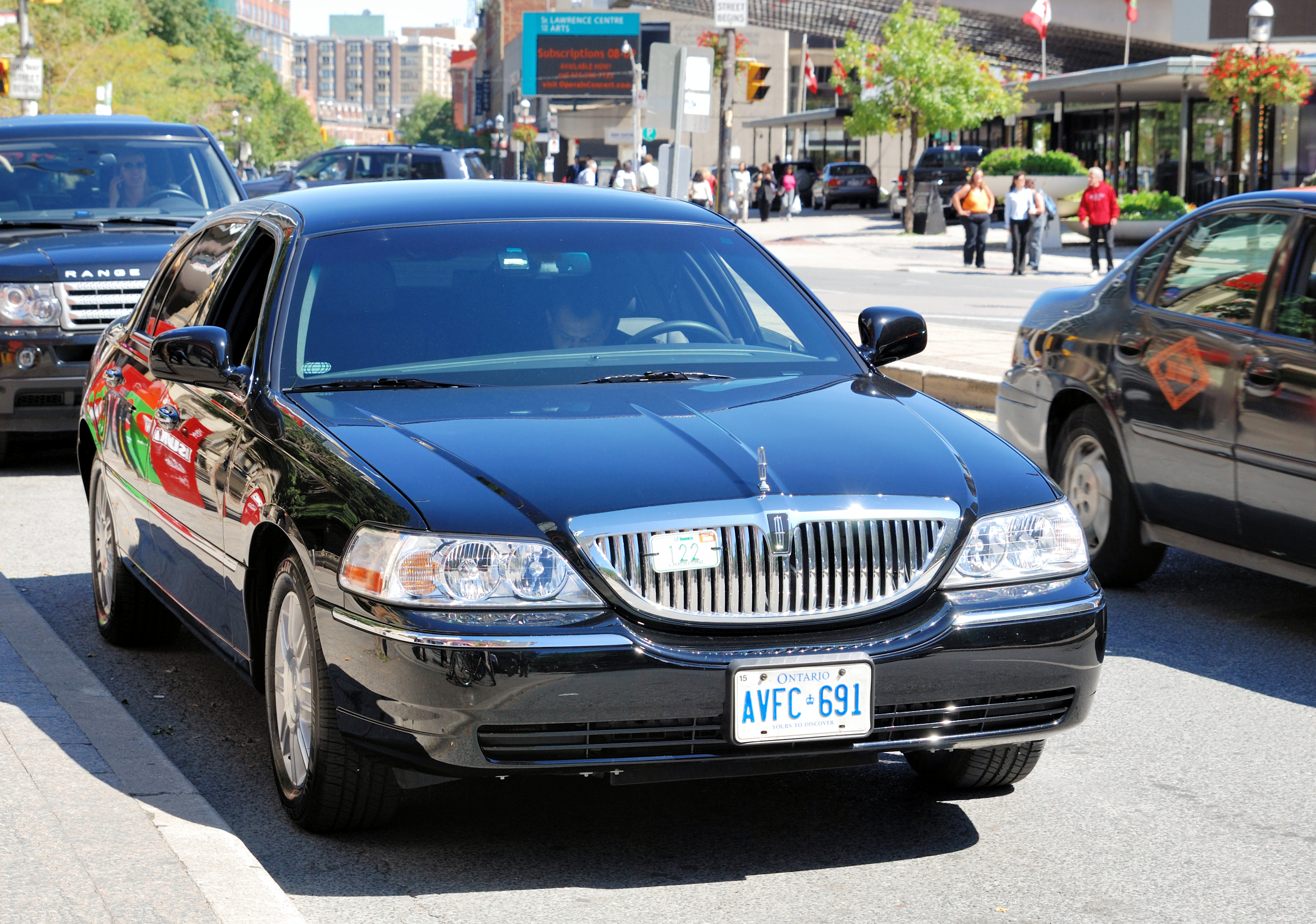 File Lincoln Towncar In Toronto Jpg Wikipedia