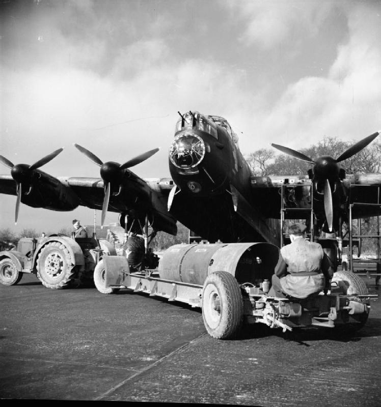 Loading_8000_lb_Cookie_on_Lancaster_WWII