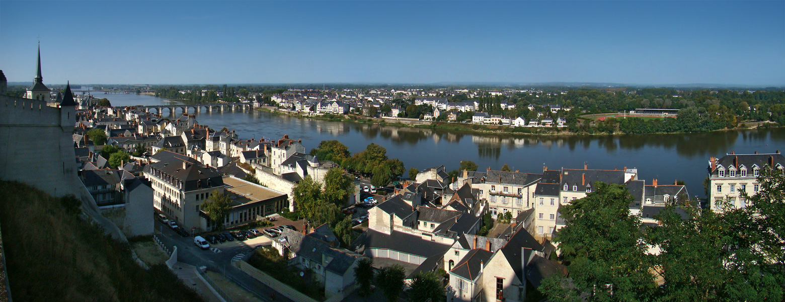 Saumur, Maine-et-Loire, Pays de la Loire, France. The banks of the Loire River seen from the Château de Saumur. On the left, the Cessart bridge.