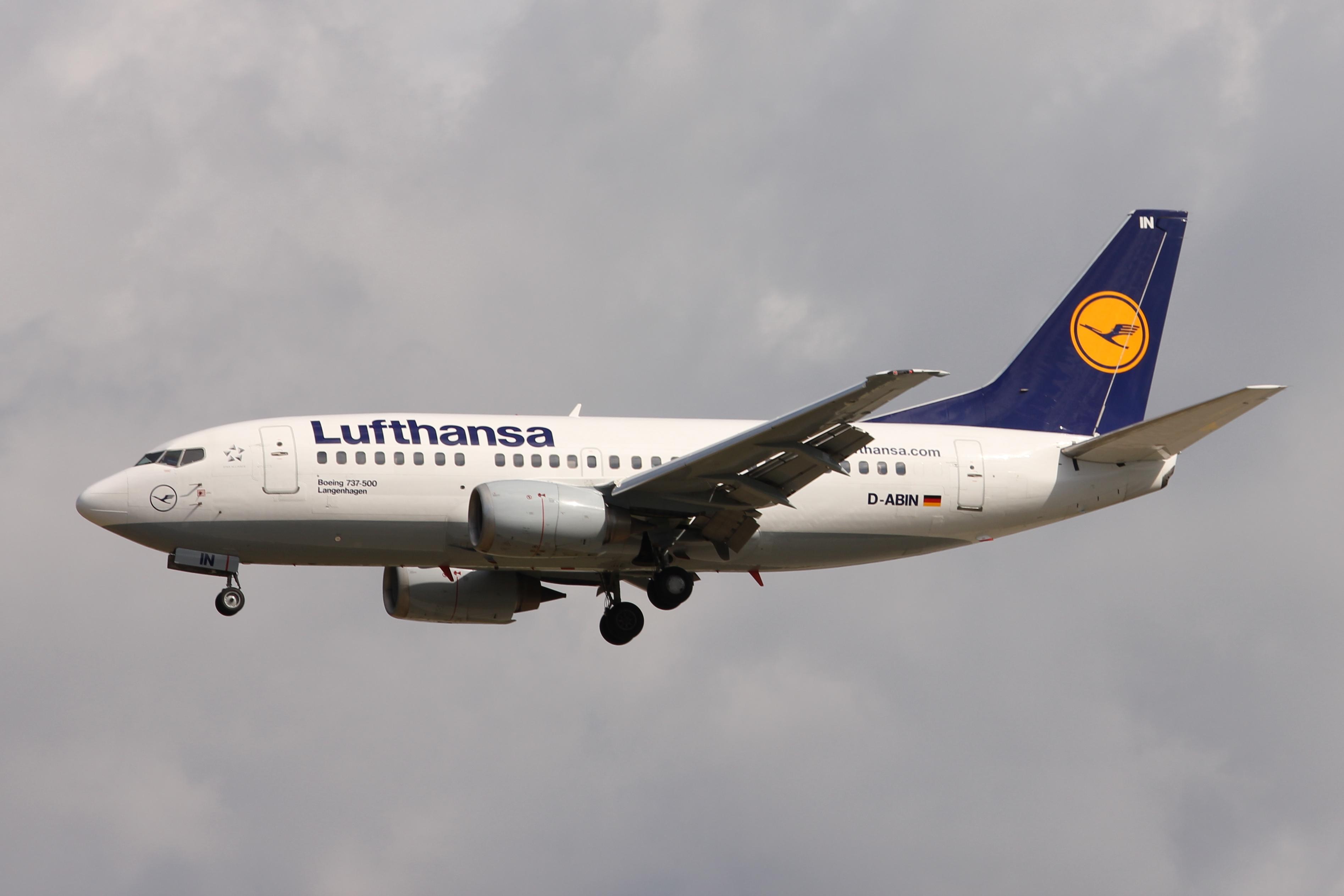 File:Lufthansa 735 D-ABIN.JPG