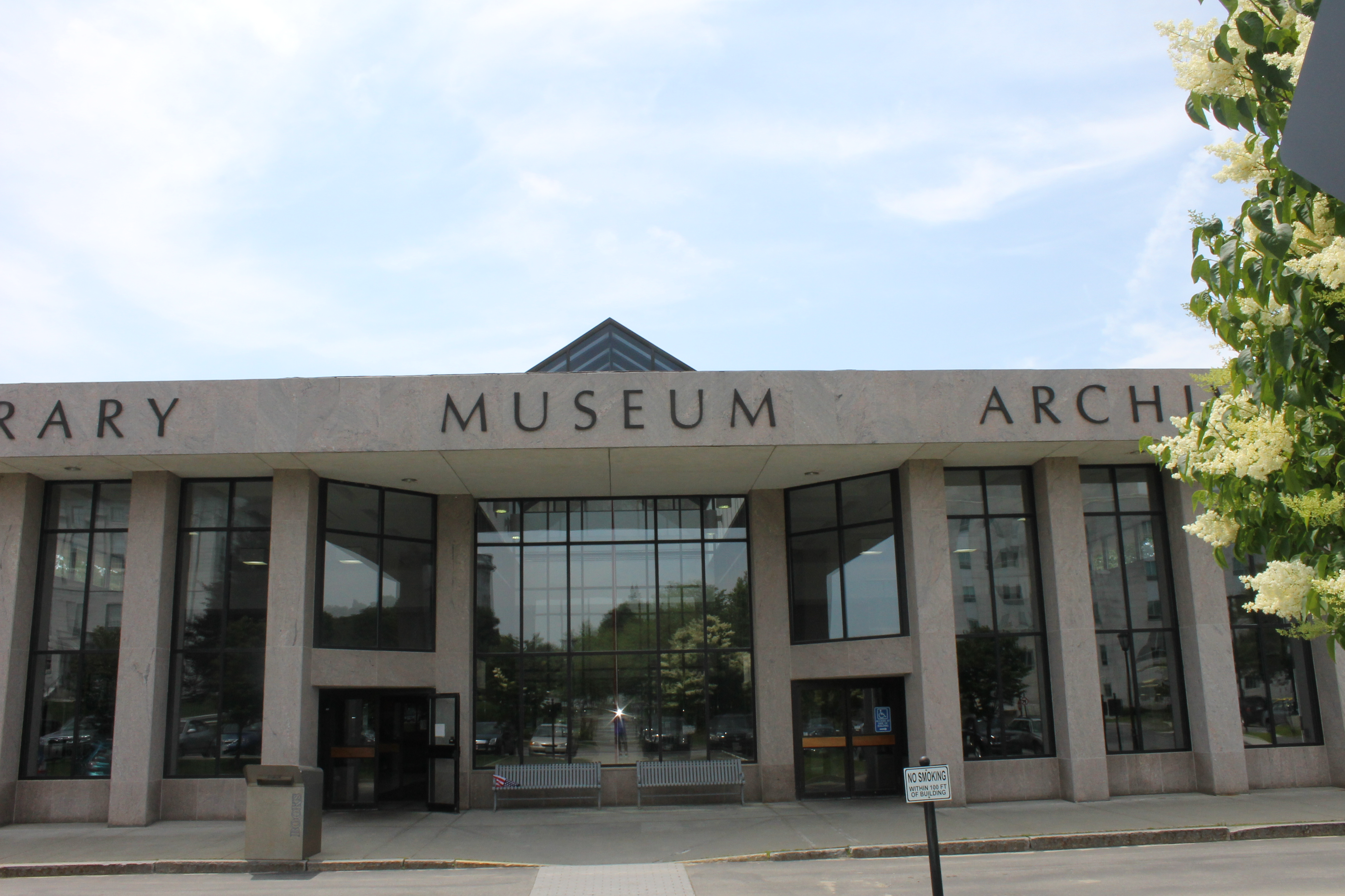 File:Maine State Library, Museum and Archives in Augusta ...