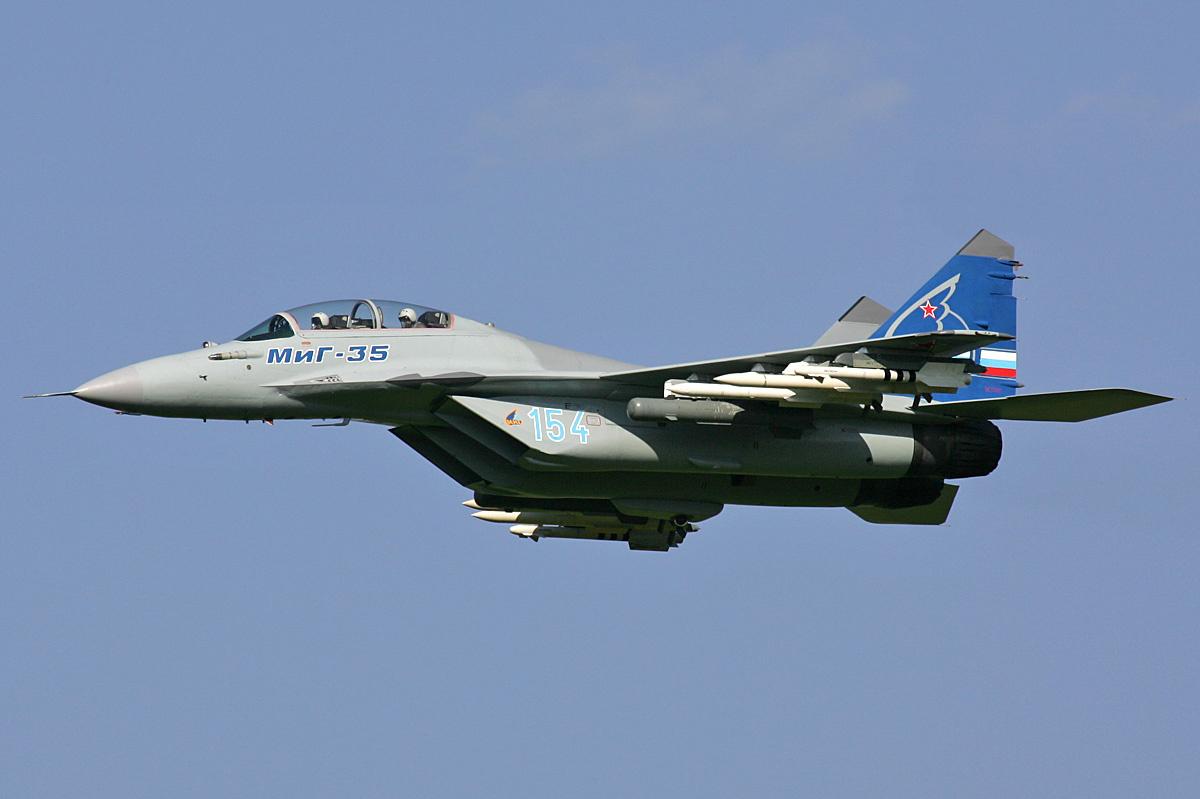 من سيخلف طائرات mig-29s الجزائرية ؟ Mikoyan-Gurevich_MiG-35_MAKS%272007_Pichugin
