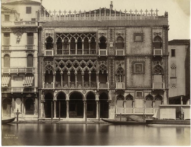 https://upload.wikimedia.org/wikipedia/commons/e/e7/Naya,_Carlo_(1816-1882)_-_n._15_-_Venezia_-_Palazzo_Ca%27_D%27Oro_1.jpg