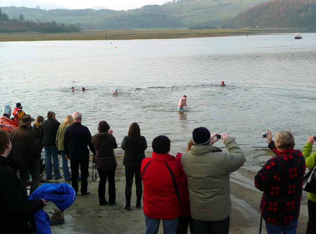 File:New Year's day dip - geograph.org.uk - 1102482.jpg
