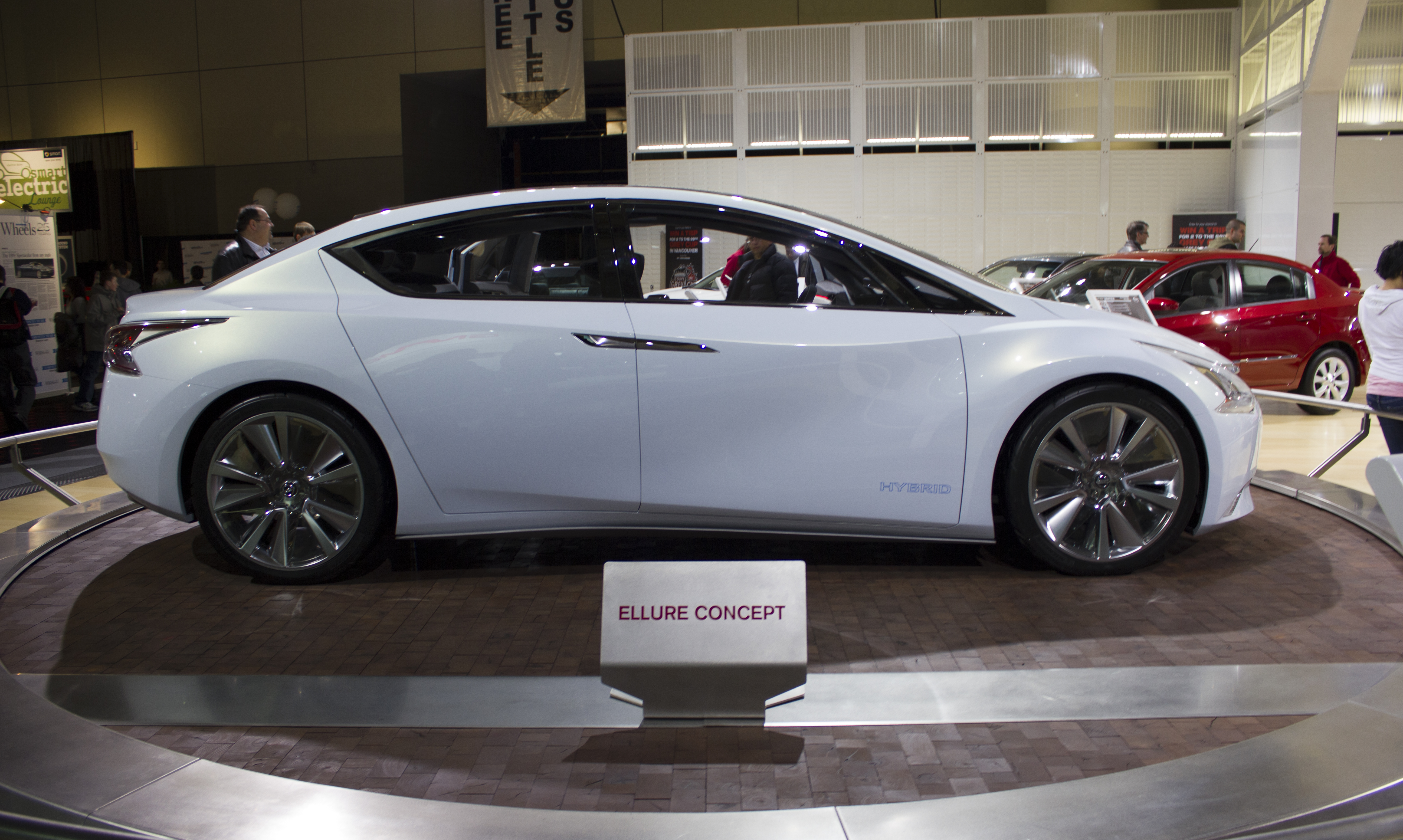 File Nissan Ellure Right Side At Toronto Auto Show