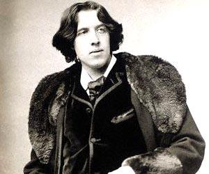 File:Oscar Wilde sitting portrait.jpg