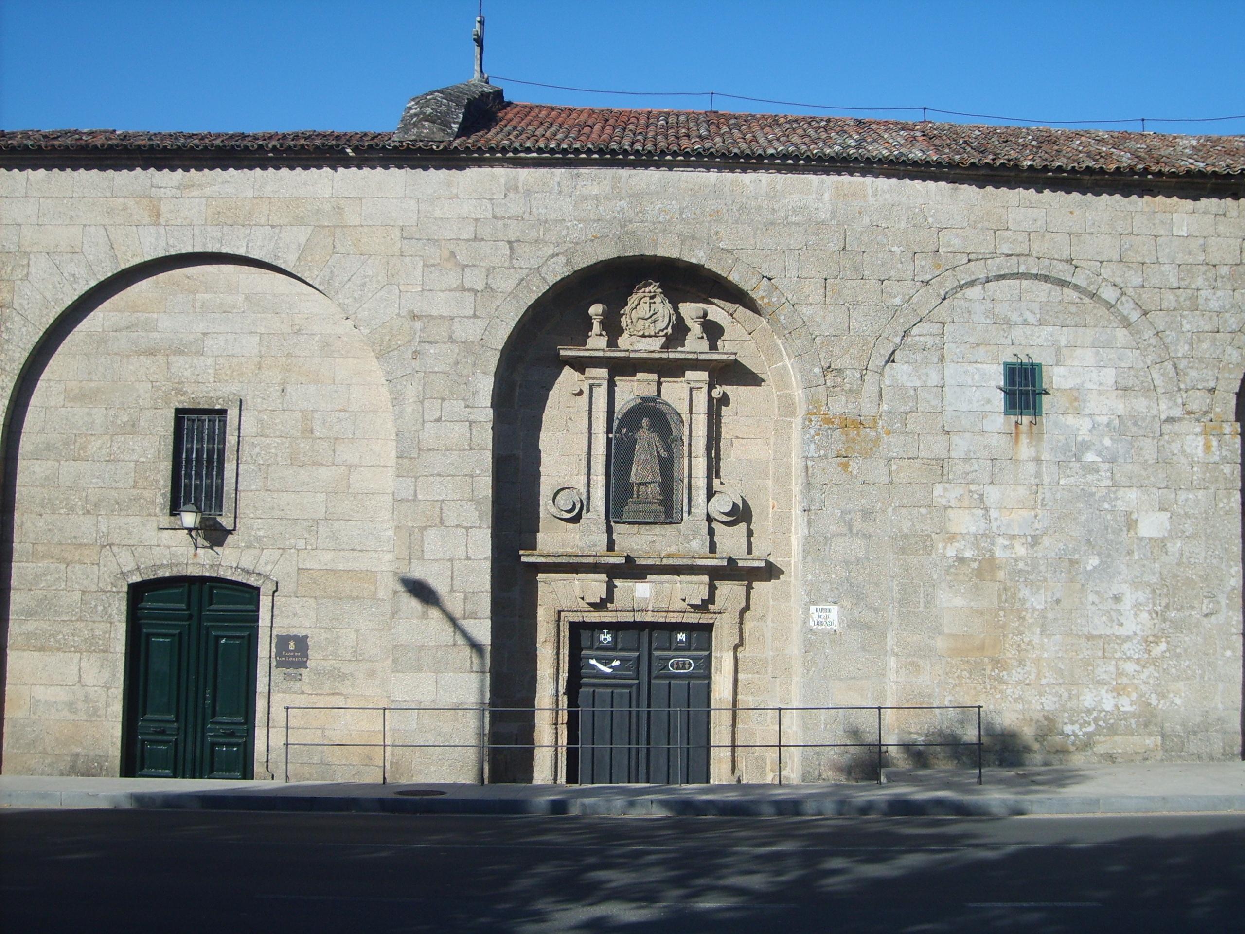 http://upload.wikimedia.org/wikipedia/commons/e/e7/Pazo_de_San_Lorenzo_-_Santiago_de_Compostela_-_03.JPG