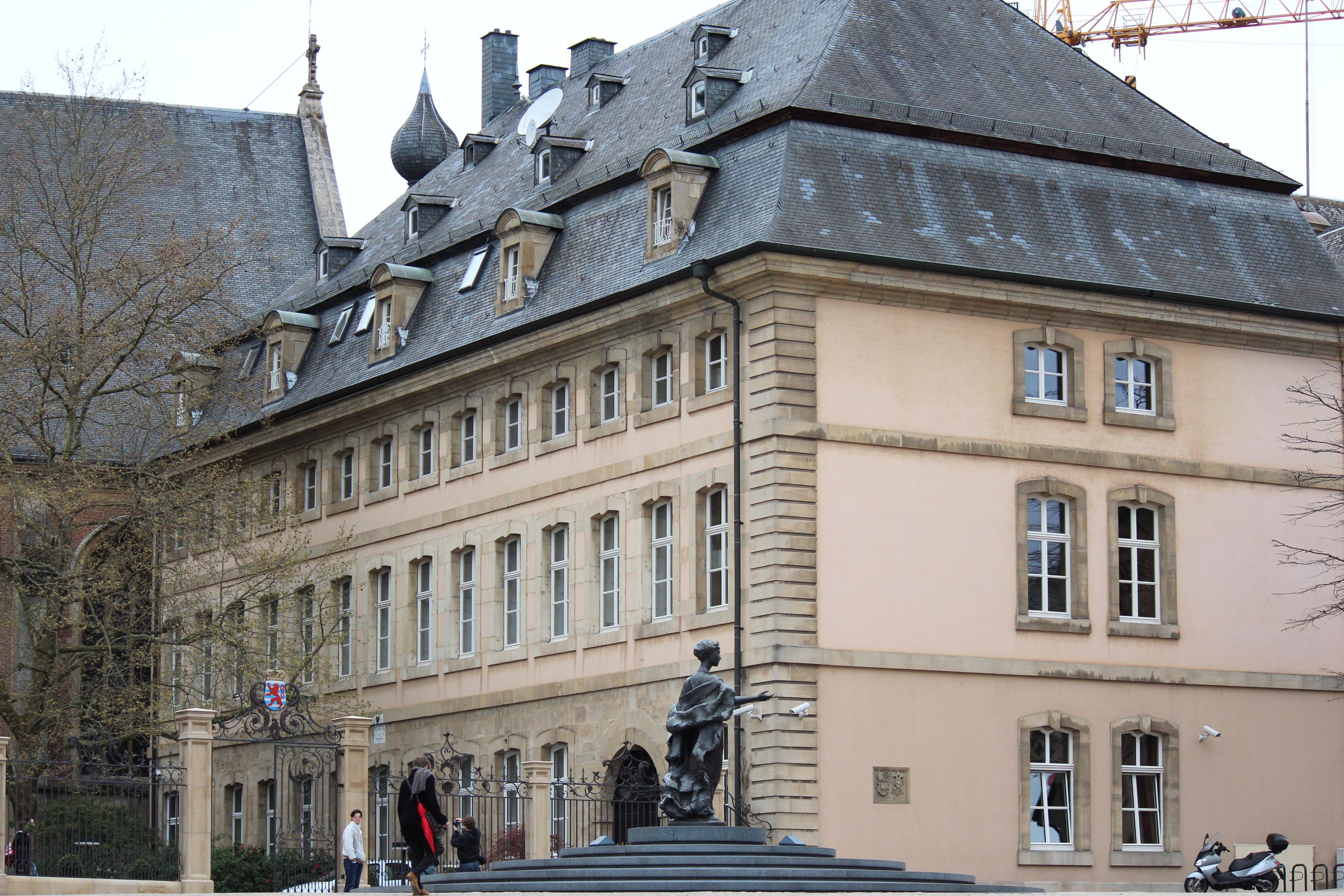 File refuge st maximin luxembourg city 2012 04 jpg for Cash piscine saint maximin