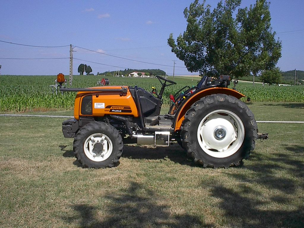 Side Picture Of Tractor : File renault fructus tractor side view g